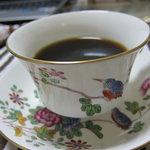 豆工房コーヒーロースト - 家でドリップしていれました。器は知り合いにもらった WEDGEWOODのbone china。