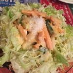 クイーンガーデン - クイーンガーデンサラダ。当日のシェフお任せサラダだそうです。