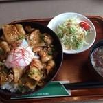 岩手山サービスエリア(上り線)レストラン - 佐助豚みそ焼き丼 980円
