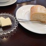レストラン アクールジョア - ブレッド&バター