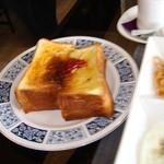 鯉庵 - 分厚いトースト
