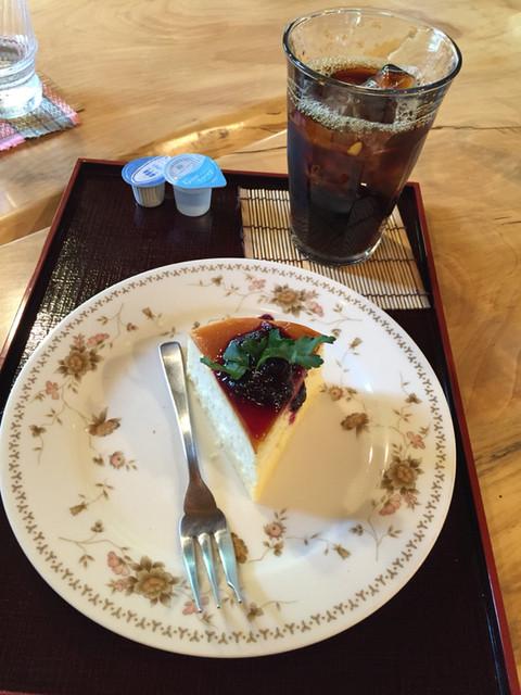 ぐりんでる - スフレチーズケーキとアイスコーヒー