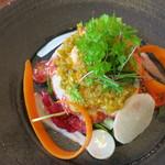 38991627 - ブルターニュ産オマール海老のサラダ 柑橘のドレッシング 有機野菜のコポー添え
