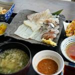 横浜イカセンター - 動くイカ定食