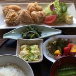 よし乃 - 唐揚げ定食 ¥880