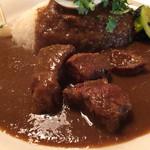 カレー食堂 リトル・スパイス - 洋食屋風のポークカレー。ソースの裏漉し感が秀逸でした。香りも程よく、お肉も柔らか。