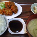 台湾料理 美好 - 魚フライ定食 700円。今日はグルクン。