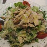 39721 - グリルチキンの入ったシーザーサラダ、アンチョビ風味