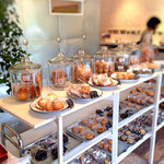 39000866 - 外国のお菓子屋さんみたいな陳列が可愛い。