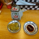 籠堂 - 付け合わせのザーサイと小籠包用の黒酢