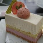 カマナリヤ - 苺のレアチーズケーキ