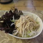タイ料理 けん - 白髪ねぎ、茗荷、千キャベツ、サニーレタスのサラダ