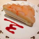お菓子の国のアリスカフェ - 桃のタルト