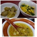 39010477 - ◆共通・・ニラ玉・ザーサイ・スープ。                       ニラ玉はお味が薄いかしら。                       スープはお醤油ベースのお味付でとろみがありしっかり目のお味付です。