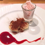 カバルッチョベルデ - ティラミスと苺アイス