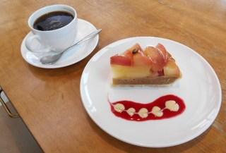 デザートブティック ポップアイド 貝塚店 - りんごのタルトとホットコーヒーセット