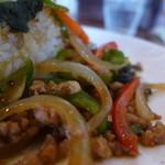 カフェガパオ - タイ風に甘辛く炒めた野菜たちと鶏挽肉。