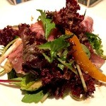 オッキオ デル ティフォーネ - 前菜でーす。この生ハムのサラダが実はいちばん気に入りました。