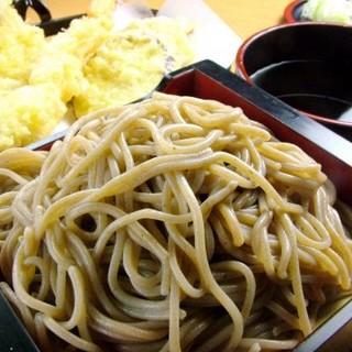 ふ海苔を練りこんだへぎそばなど、新潟のお料理をごゆっくりとお楽しみいただけます。