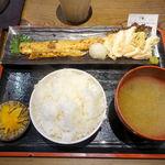 めしや 太治兵衛 - サーモンはらすと筑波鶏あぶり定食 1000円 + ごはん大盛り 50円