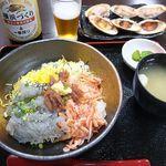 ハルミ食堂 - 朝潮丼、焼きはまぐり、ビール。