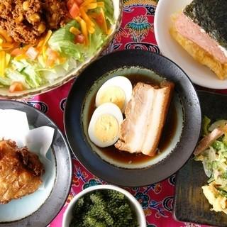 絶品の沖縄食材や郷土料理満載