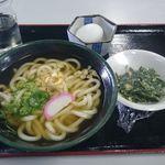 平田食事センター - かけうどん350円、ニラ玉100円、生卵50円で合計500円。