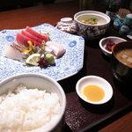 3903074 - お刺身、小鉢、ご飯、味噌汁
