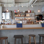 アフターグロウ - お昼はランチ、午後はカフェ、夜はちょい飲みやバー使いもありなお店です。