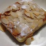 シックス スクエア ベーカリー - 「アーモンドスライスのパン」