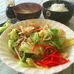 客人 - 肉野菜炒め定食