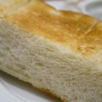 トラッツィオーネ ナゴヤ ウィズ カゴメ - トーストの断面