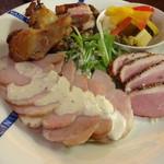 バル TRIUMPH - 自家製燻製盛り合わせ お肉バージョン