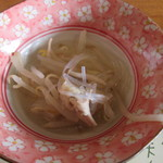 サララ - 本日のお鍋。野菜と鶏ですね。
