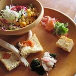 サララ - エリンギとお揚げの網焼き美味しいです。