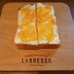 39043143 - ネーブルオレンジとクリームチーズのトースト
