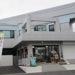パンブリエ - お店は赤間駅近く、県道沿いにありますよ。