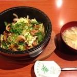 39051726 - ワンコインランチ 石焼とん丼ビビンバ たまごスープ付 500円(税抜)