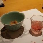 39053228 - まずは食前酒とごま豆腐。