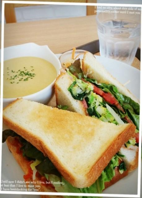 八百屋 カフェ ヤサイクル 横須賀店 - ホットサンドとスープのプレート