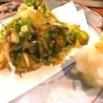 酒亭ばんから - こごみの天ぷら。