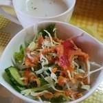 カレーショップ ギータ - サラダ&スープ付