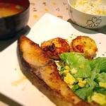 ジミーズパラダイス - ★本日の日替り定食★ 【ぶりのネギ塩焼き定食】 *朝採れのとうもろこしを炊き込んだごはんが美味。