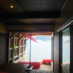 伊根の舟屋 雅 - 店内入るとすぐ海が見えます