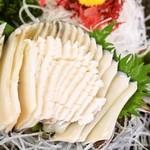 珊瑚礁 - <アワビのお造り>先ずは何も付けずにそのままで!とれたてのアワビの身の甘みと旨み・香りを感じて下さい。