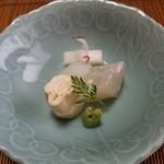 御料理 はやし - 鯛とイカ、生湯葉、長芋のお造り!ラディッシュ(ハツカダイコン)とにんじんの葉が添えられていた~♪(^o^)丿