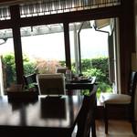 ごはんカフェ 三郎 - 窓側なら景色も良さそうです