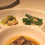 蜀郷香 - 季節の前菜五種盛り合せ (インゲン豆と蟹肉の合いもの と バイ貝の青山椒ソースがけ) (2015/06)