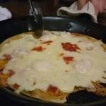 グローバル・キッチン・バンブーカフェ - チーズたっぷりのピザ