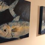 宇久 - 地元出身アーティストの作品を壁に飾っております。